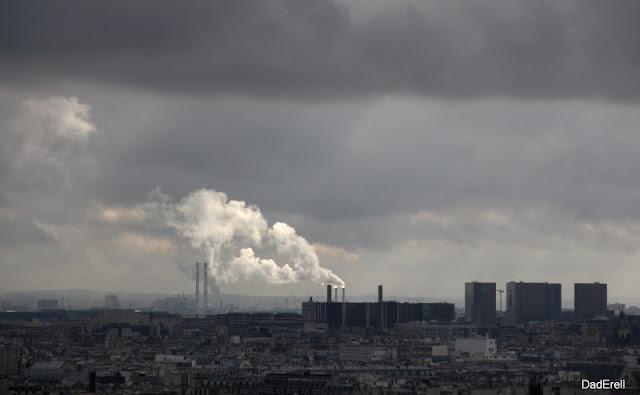 Paris sous les nuages