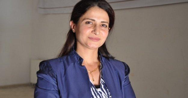Milicias turcas asesinan a la líder política y feminista kurda, Hevrin Khalaf.