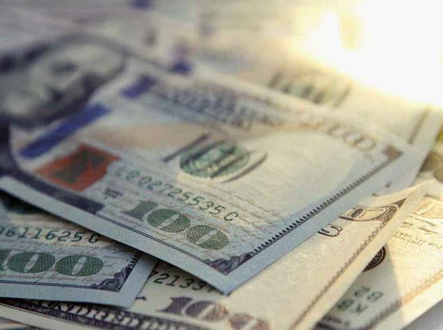 Dólar retrocede en la apertura de la jornada de este martes
