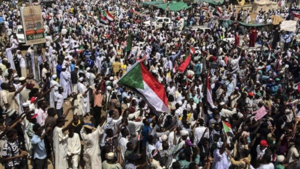Gobierno militar de Sudán levanta toque de queda