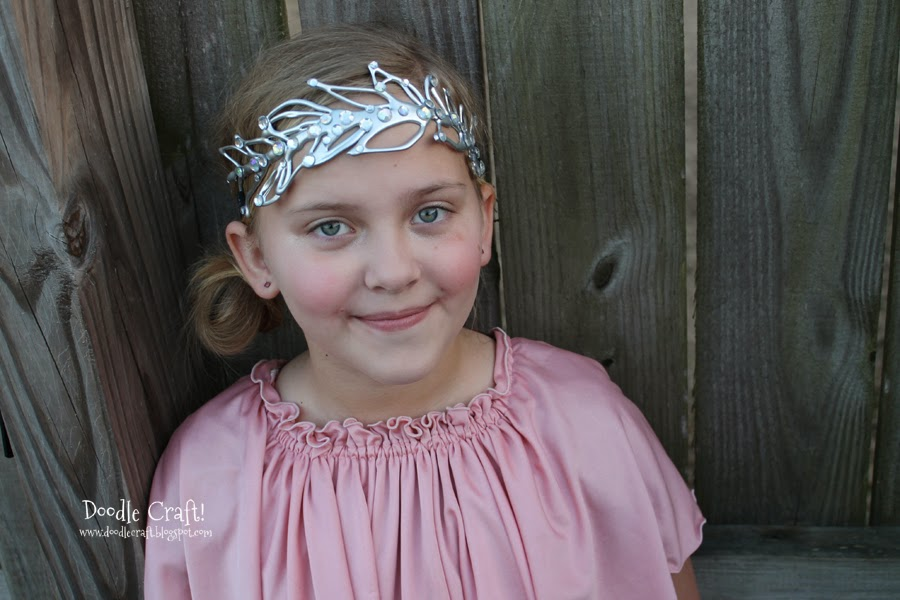 http://www.doodlecraftblog.com/2014/02/diy-downton-abbey-inspired-wedding-tiara.html