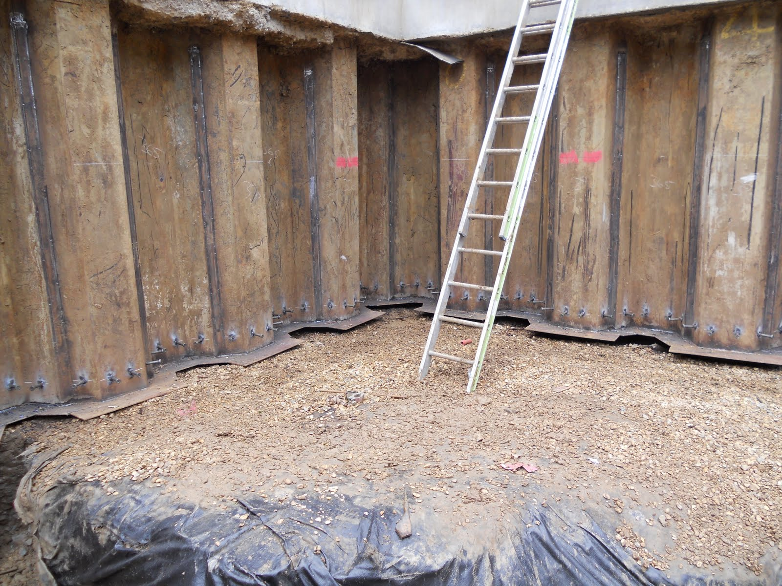 Modern House Build In Surrey: Day 80 - Sheet piling