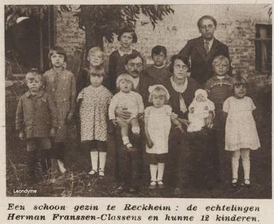 De familie Herman Franssen-Classens uit Rekem met hun 12 kinderen.