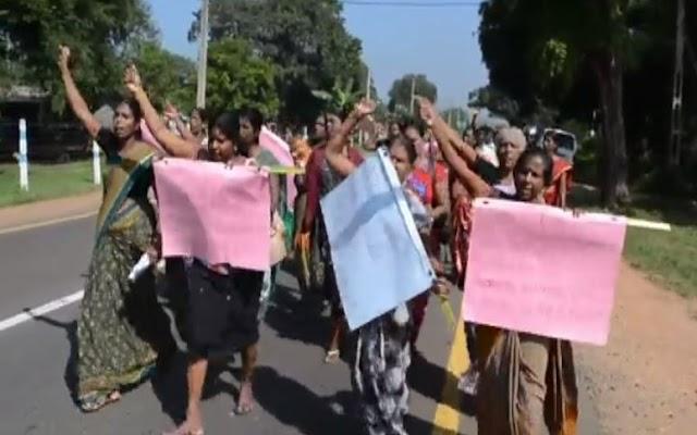 வவுனியாவில் சம்மந்தன், சுமந்திரனுக்கெதிராக மக்கள் கோஷங்கள்