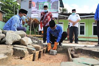 Peletakan Batu Pertama Balai Nikah dan Manasik Haji