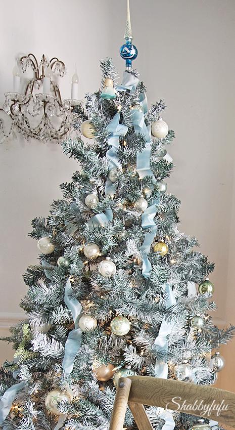 blue-christmas-tree