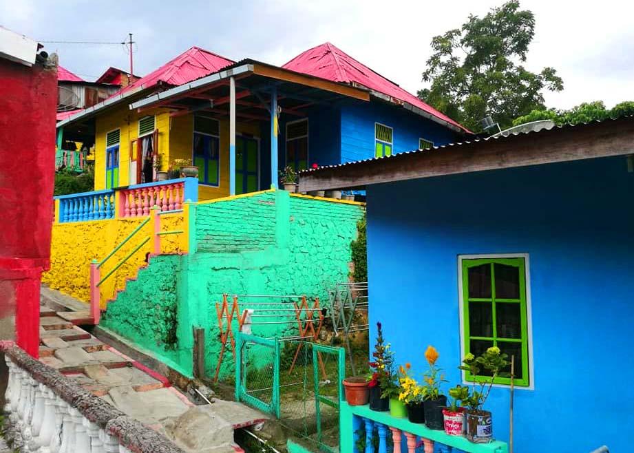kampung warna warni - BPODT Resmikan Kampung Wisata Warna Warni Tigarihit, Prapat