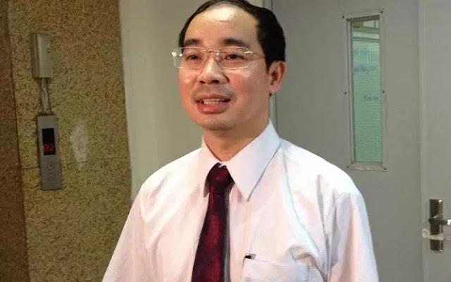 Giám đốc bệnh viện Xanh Pôn múa gậy vườn hoang!
