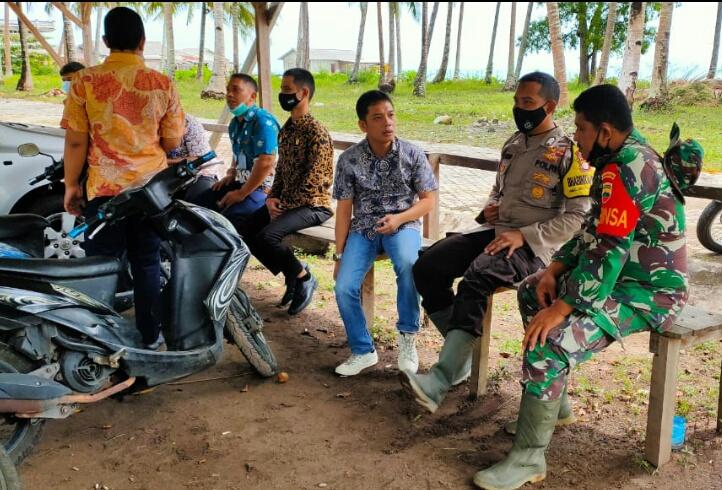 Babinsa dan Bhabinkamtibmas Ranai Kota Tertibkan WNA Asala Vietnam Yang Sering Berkeliaran