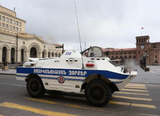 Armenia no levantará el estado de emergencia