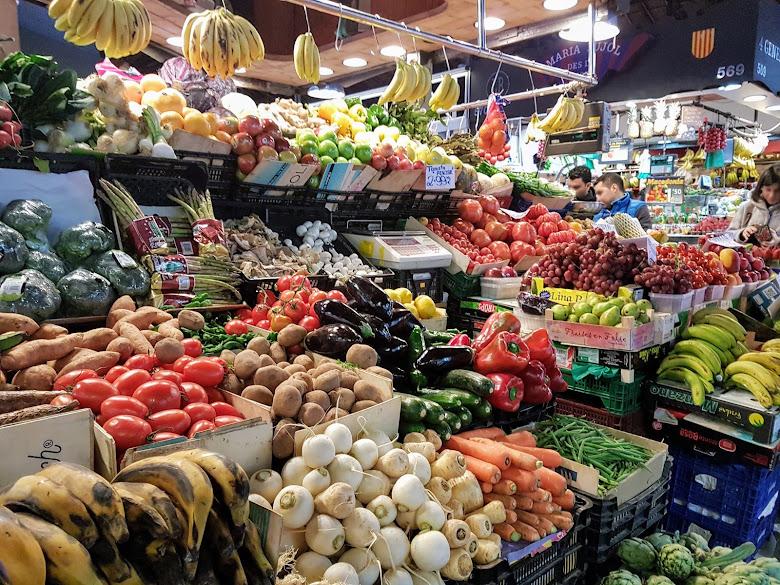 市場內的蔬果攤