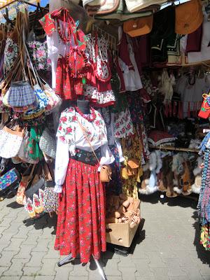 Ropas tradicionales en Targ Pod Gubałówka, mercado de Zakopane