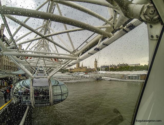 Londres vista de uma gaiolinha da Roda Gigante do Milênio, ou London Eye