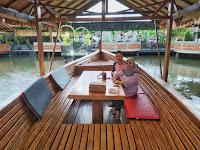 The boat cafe and resto Curup: sensasi makan diatas perahu