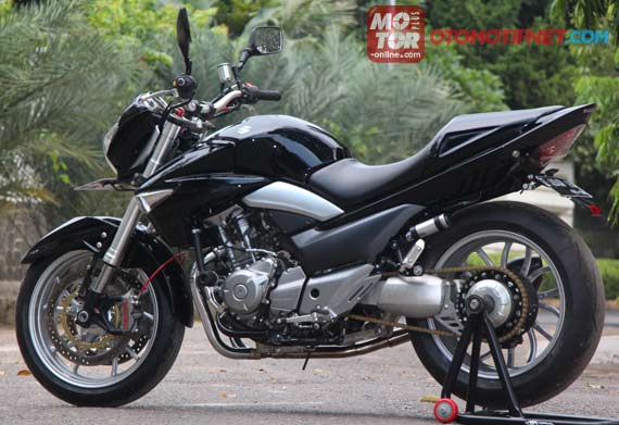 Racing Cafè: Suzuki Inazuma 250 by Baru Motor Sport