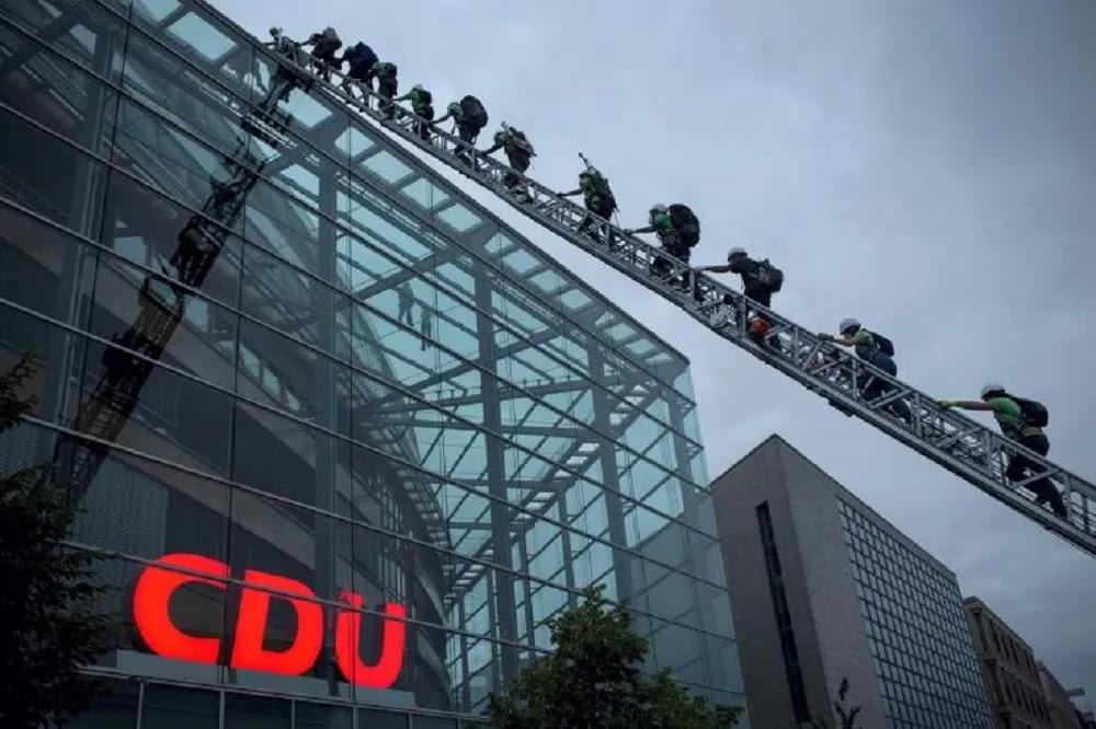 Γερμανία: Να τεθούν εκτός νόμου οι «Γκρίζοι Λύκοι» ζητούν πολιτικοί του CDU