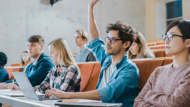 5 منح دراسية للطلاب الجامعيين ممولة بالكامل