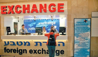 Money changer – sumber gambar : haaretz.com