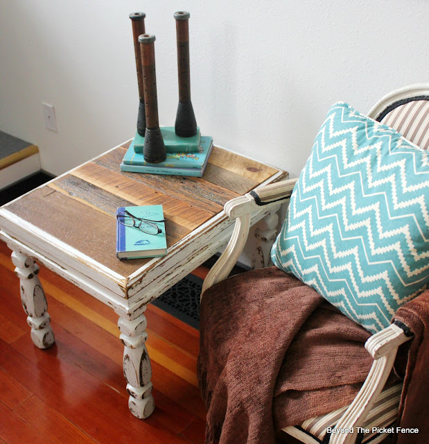 rustic table, barnwood, end table, upcycled, http://bec4-beyondthepicketfence.blogspot.com/2016/03/shabby-rustic-table.html