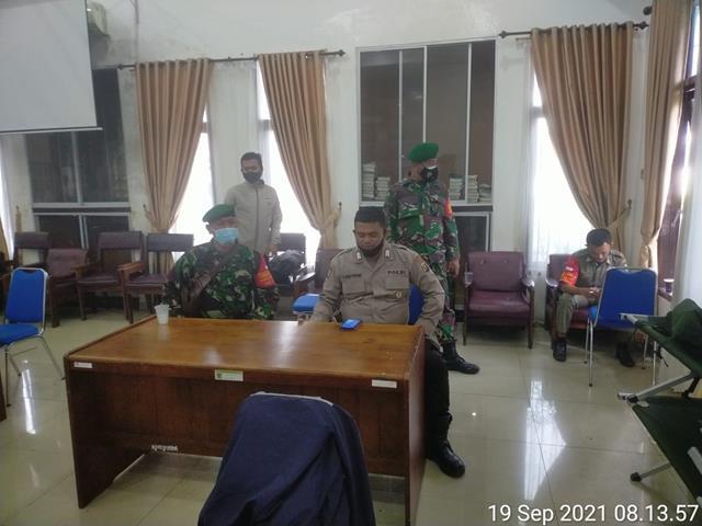 Dengan Cara Komsos Personel Jajaran Kodim 0207/Simalungun Berikan Himbauan Pentingnya Pakai Masker