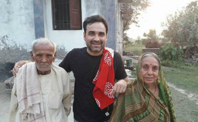 pankaj tripathi with his parents