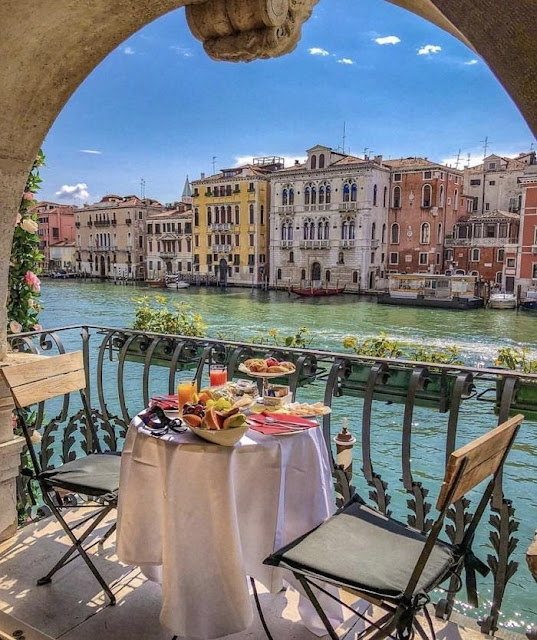 Travel Italy to the ancient city of Venice