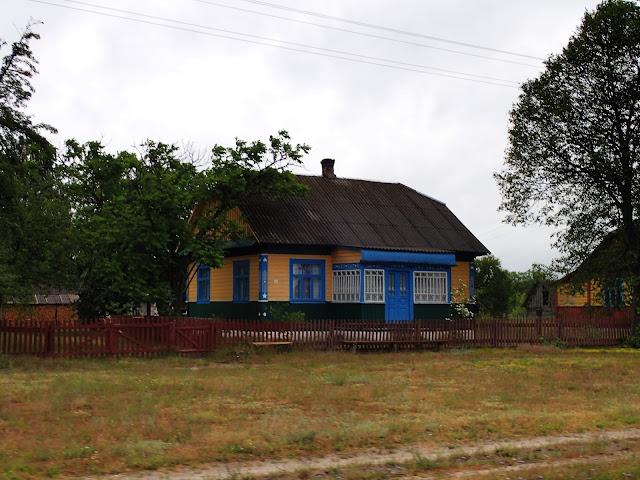 Ukraina - kolorowe chatki to normalka