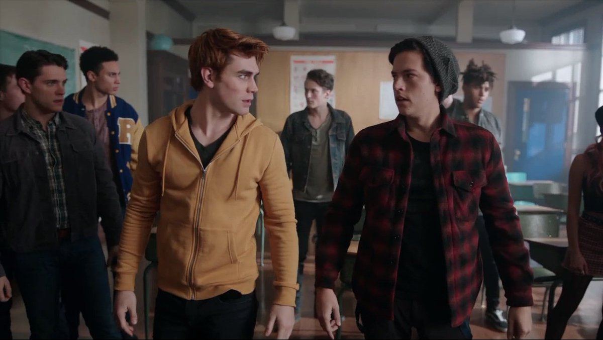 KJ Apa y Cole Sprouse en Riverdale de The CW