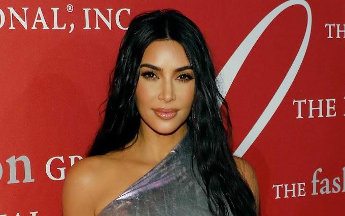 Kim Kardashiant szőke hajjal képtelenség felismerni: felismerhetetlen fekete hajzuhataga nélkül