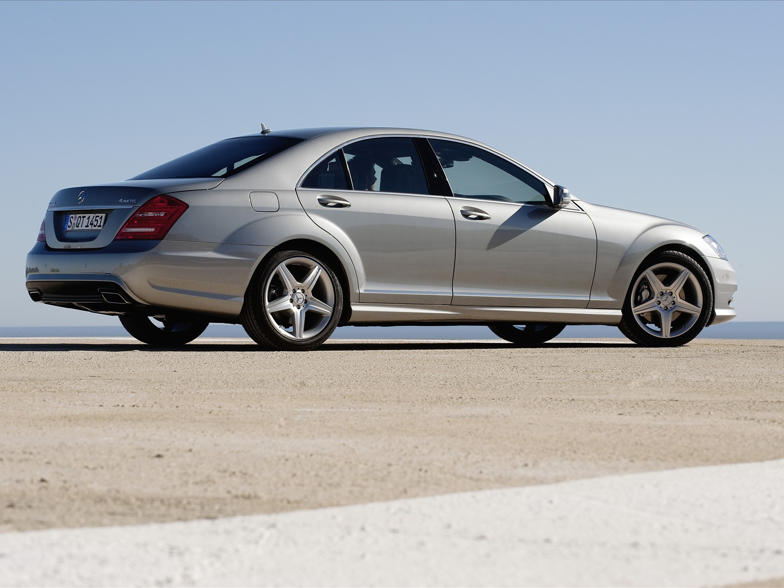 all types of autos 2010 mercedes benz s class amg sports package. Black Bedroom Furniture Sets. Home Design Ideas