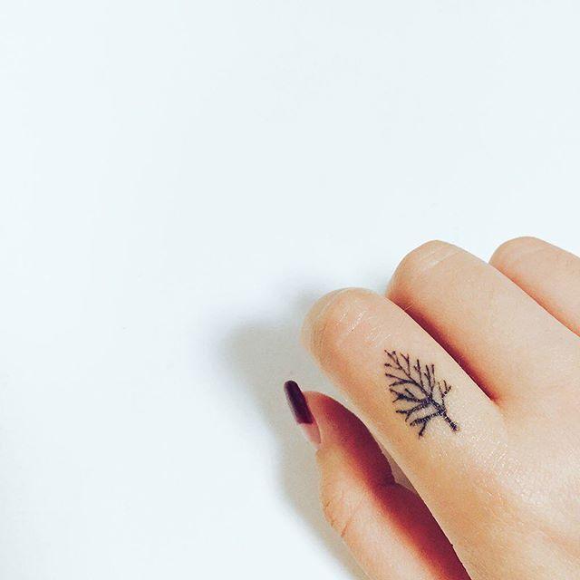 Tatuagem no dedo