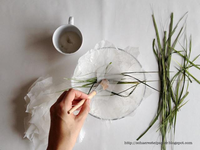 schaeresteipapier schale aus papier mit gr sern. Black Bedroom Furniture Sets. Home Design Ideas