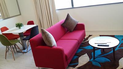 camera-soggiorno-divano letto