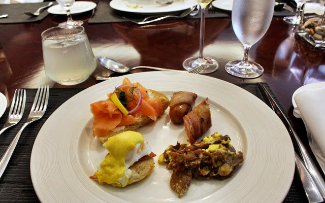 Happiness at Oakroom Restaurant / Jazzy Sunday Brunch Buffet
