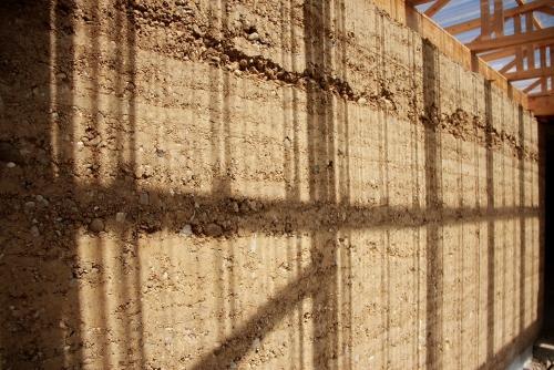 terra cruda-paglia-pisè-architettura-costruzione-muro
