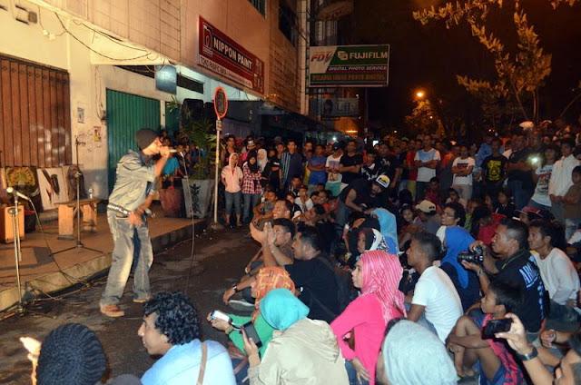 Pengumpulan data para rapper ini dilakukan redaksi Media Online Maluku Post, untuk kelak menjadi pangkalan data musisi Maluku di tanah air dan di dunia.  Rapper Ruul Hurasan dari Negeri Hitu ikut terlibat dalam penyusunan daftar ini.