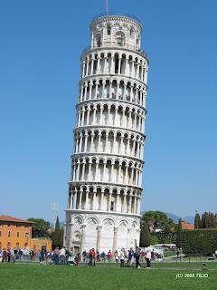 Curitiba tem sua Torre de Pisa e esta abandonada
