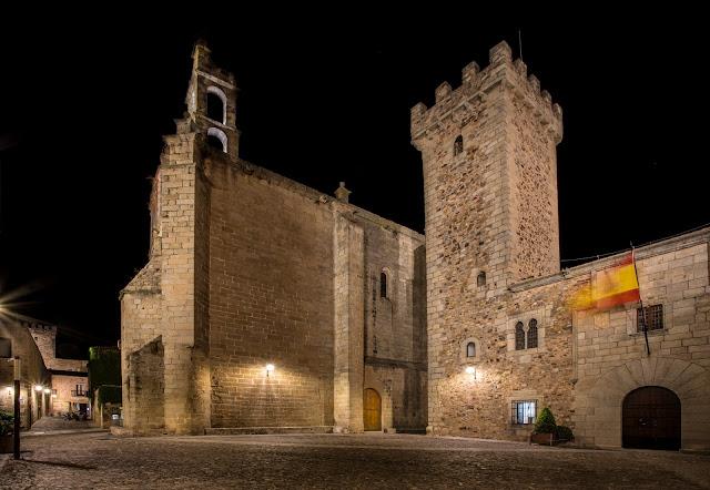 Plaza de las Veletas y Torre de las Cigüeñas :: Canon EOS5D MkIII | ISO100 | Canon 17-40@17mm | f/18 | 30s (tripod)