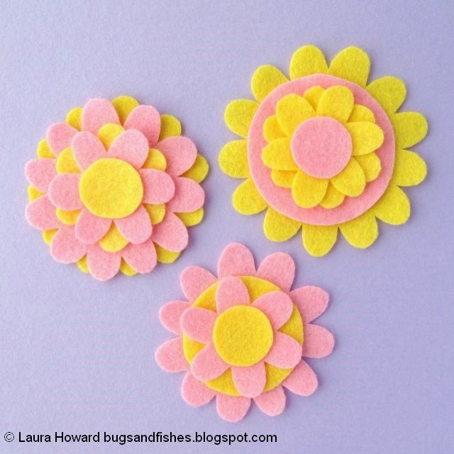 Felt Flower Brooches Tutorial: layer the felt pieces
