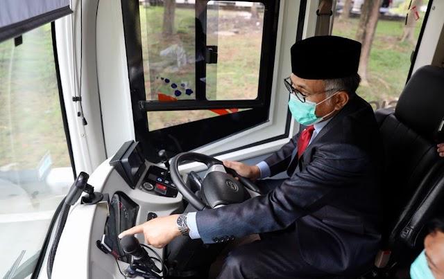Gubernur Nova Uji Coba Mobil Lisrik Tran Koetaraja