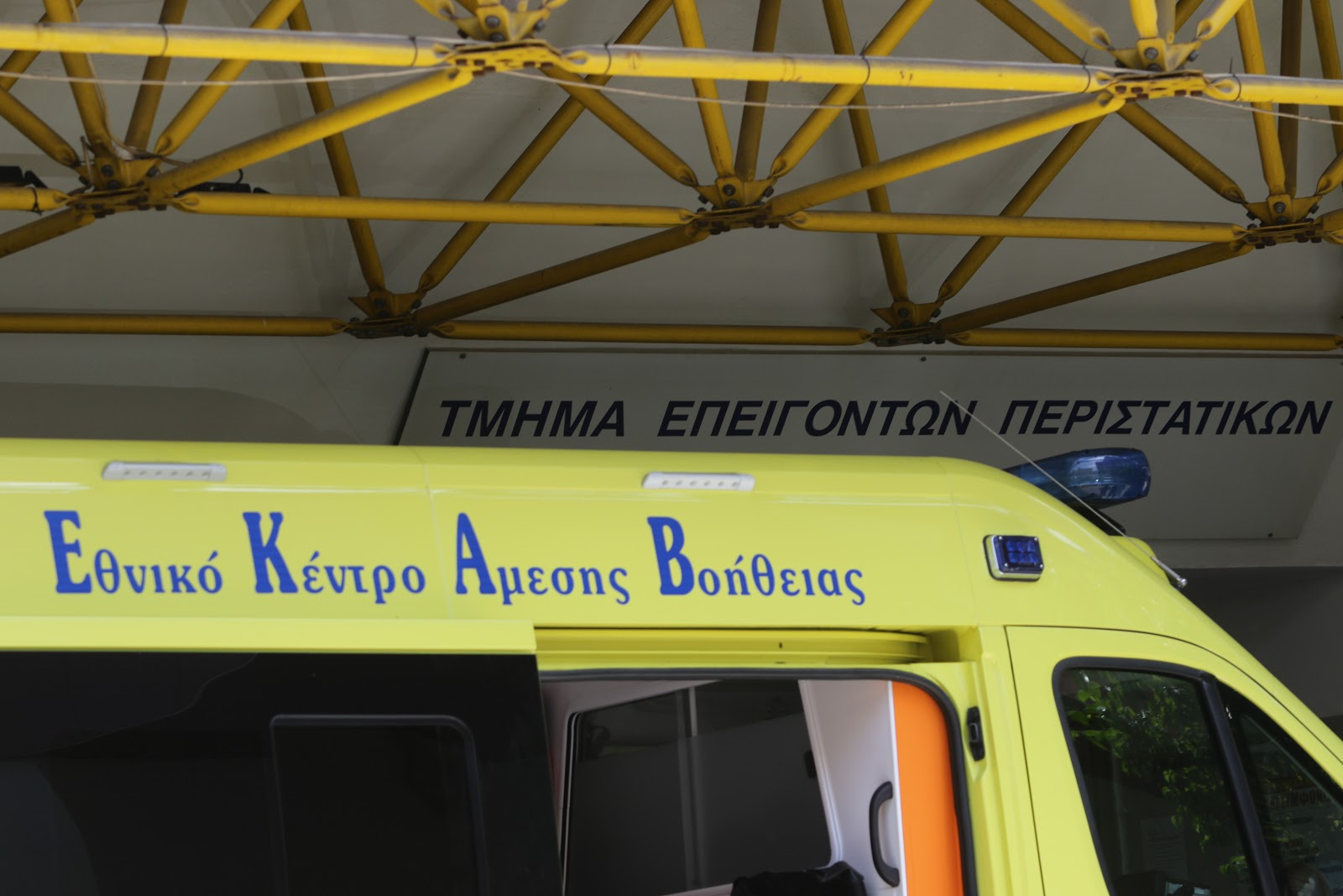 Τροχαίο με ανατροπή και εγκλωβισμό 10 ατόμων στην Αλεξανδρούπολη