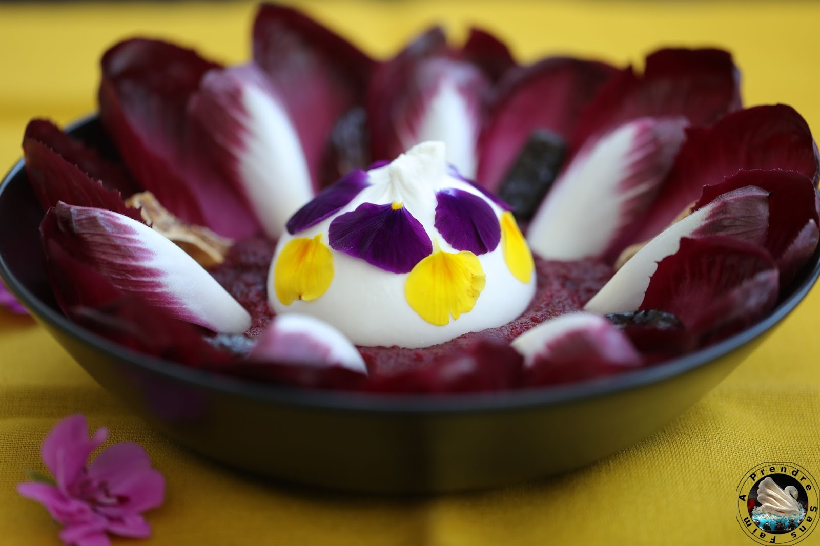 Salade carmine betterave aux fruits secs en cœur de burrata