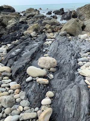 羽根岬の特徴的な岩
