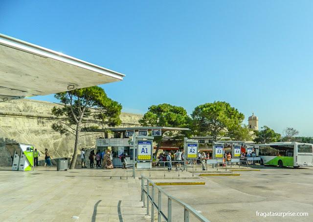 Terminal central de ônibus em Valeta, Malta