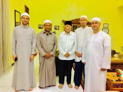 Pembina Yayasan RIAB Shalat Taraweh Bersama Syekh Mesir
