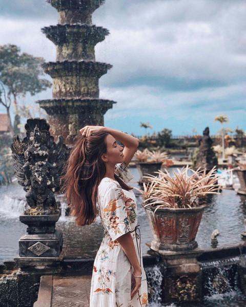 Năm 1963, một trận phun trào núi lửa đã phá hủy hầu hết cung điện Tirta Gangga. Cung điện sau đó bị bỏ hoang đến tận 16 năm sau mới được chính thức khôi phục trở lại. Hiện nay, nơi đây đã trở thành điểm du lịch rất thích hợp cho các hoạt động nhẹ nhàng như đi dạo thư giãn, ngắm cảnh, ngâm mình trong bể bơi...