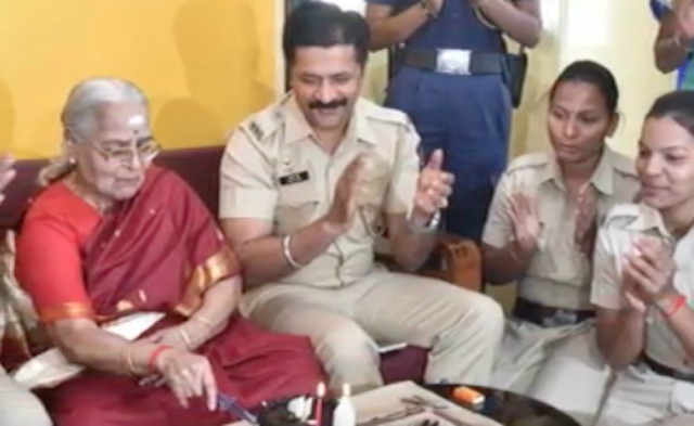 Faith in Humanity - Knowing that 83 year old Lalita Subramanyam would be alone on her birthday as she was on their 'senior citizens requiring care and protection' list, the Mumbai police squad in Wadala surprised her with a birthday cake and party.