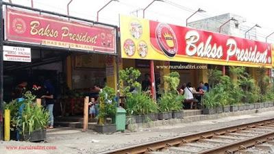nikmatnya makan bakso president malang di tepi rel kereta api nurul sufitri blogger traveling culinary