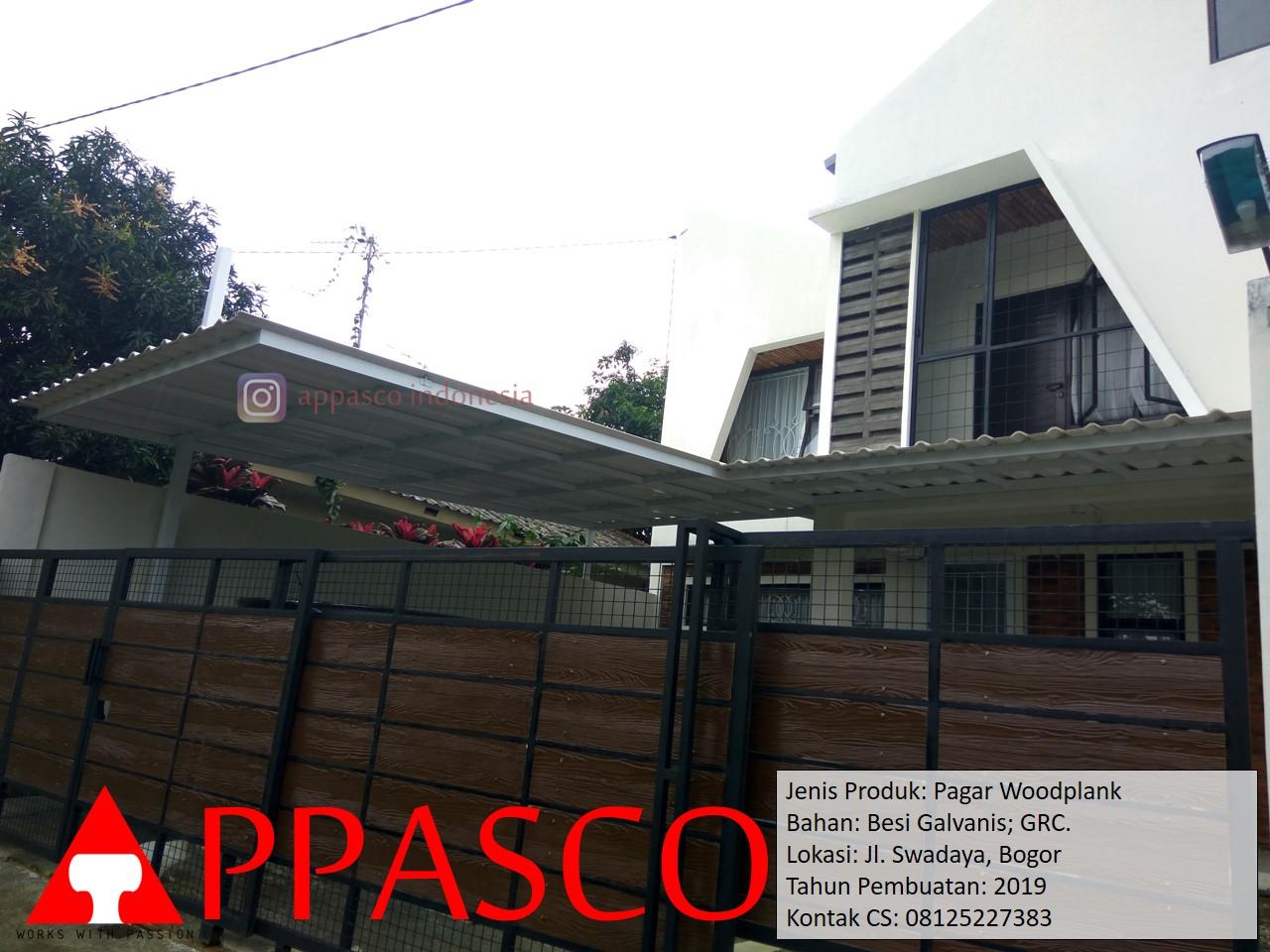 Pagar Woodplank Coklat Hitam di Swadaya Bogor