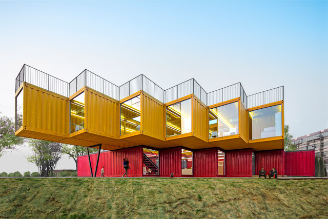 Офисное здание в Китае из контейнеров